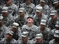 الجنود الامريكيون يحتفلون بيوم الاستقلال الامريكي في بغداد