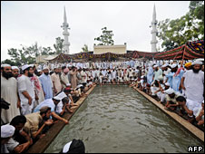 Pakistani Islamists perform ritual ablutions at the Red Mosque ahead of afternoon prayers, 6 July 2008