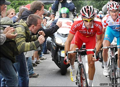 The fans cheer Voeckler on