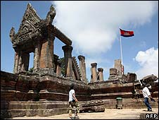 Thai tourists at the Preah Vihear temple