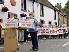 Kinnesswood protest (Picture: Mike Hally)