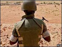 Soldado de la misión de mantenimiento de paz en Darfur