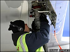 Refuelling a plane