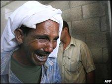 The uncle of Salim Jumaa al-Hamedi grieves for his nephew (10 July 2008)