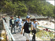 South Korean tourists walk in the Kumgang mountain resort in North Korea (file pic from 2004)