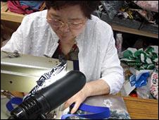 Yoko Kyoi  converts a silk kimono belt into a bag