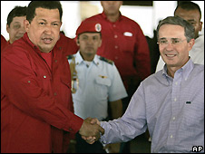 Hugo Chavez (left) and Alvaro Uribe - 11/07/2008