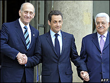 Ehud Olmert (left), Nicolas Sarkozy and Mahmoud Abbas in Paris