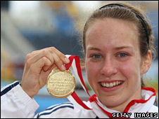 Stephanie Twell with her gold medal in Bydgodzcz