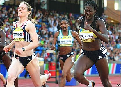 Emily Freeman beats 400m world champion Christine Ohuruogu in the 200m