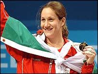 Michaela Breeze win gold in 2006