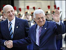 Israeli PM Ehud Olmert (left) and Palestinian leader Mahmoud Abbas in Paris