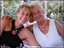 Katie Lee (L) and Betty Lee (R)