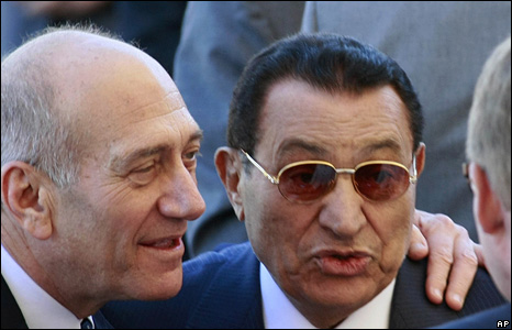 Ehud Olmert (left) and Hosni Mubarak