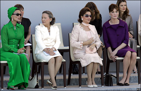 Sheikha Moza Bint Nasser al-Misnad (left), Yoo Soon-taek (2nd left), Suzanne Mubarak (3rd left) and Carla Bruni-Sarkozy