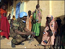 A Unamid peacekeeper talks to civilians in Darfur (UN image from 2006)