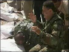 Iraqi soldiers grieve for one of their colleagues