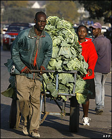 Zimbabwean street vendors are on their way to a market in Harare on July 10, 2008 as talks start in South Africa between the government and opposition