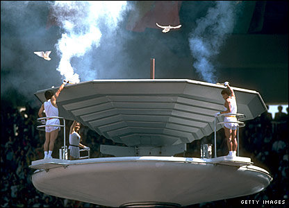 The torchbearers light the Olympic flame at the 1988 Seoul Games