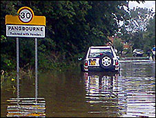 Floods in Pangbourne (pic: Phill Nederend)