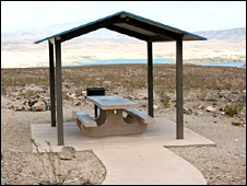 Picnic table at Lake Mead (Photo: Kevin Bishop)