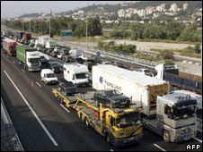 Hauliers protest in France against fuel costs