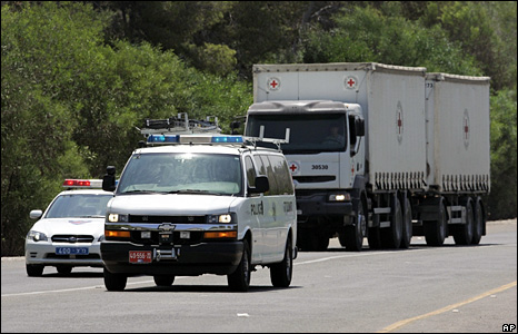 Lorry carrying remains of Lebanese and Palestinian fighters heads to Israeli border
