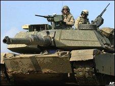Us tank crew on patrol in Mosul