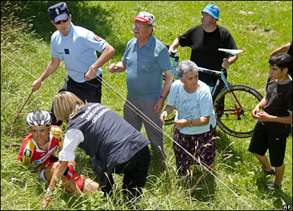 Paolo Longo Borghini crashes