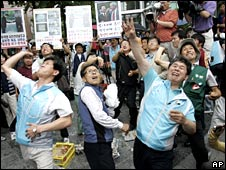 South Korean protesters hurl eggs and tomatoes at the Japanese embassy in Seoul in a protest over the disputed islands on Wednesday