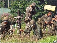 Philippines soldiers battle MILF rebels in 2000