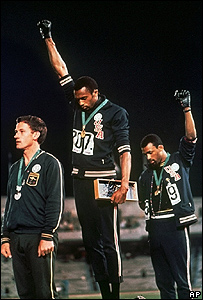 El australiano Peter Norman, Tommie Smith y John Carlos.