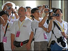 Mainland Chinese tourists take pictures at the Sun Yat-sen Memorial Hall in Taipei on 4 July 2008