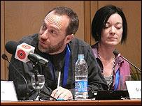 Jimmy Wales durante el encuentro (Foto: Matías Zibell)