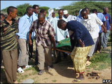 Somali men carry the body of the head of the UN Development Programme, shot in Mogadishu (7 June 2008)