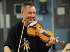 Nigel Kennedy rehearses for the Proms