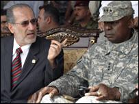 موفق الربيعي وقائد عسكري امريكي