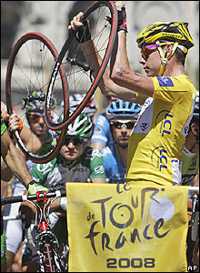 Yellow jersey holder Cadel Evans changes a tyre