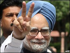 Prime Minister Manmohan Singh flashes a victory sign as he arrives at parliament for the second day of debate, 22 July