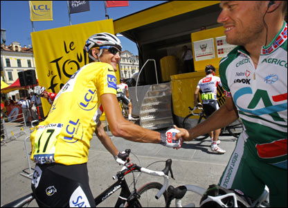 Thor Hushovd of Norway (right) chats to Schleck prior to the start of the highest stage of this year's Tour