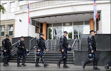 Serbian police guard the special court in Belgrade on 22 July 2008