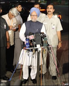 Prime Minister Manmohan Singh addresses the media after winning the vote of confidence in New Delhi on July 22, 2008