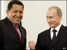 Hugo Chavez (left) jokes with Vladimir Putin, 22 July 2008