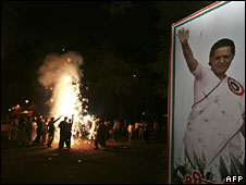 Supporters of India's Congress party celebrate after the Congress Led UPA government won a parliamentary confidence vote in New Delhi on July 22, 2008