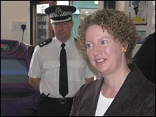 Shona Robison and Insp Craig Dewar visit an off-licence in Fife