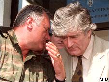 Ratko Mladic (l) and Radovan Karadzic (file image)