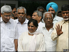 Prakash Karat (l) and other opposition leaders with Ms Mayawati (file photo)