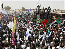 Sudanese President Omar al-Bashir waves to supporters in Fasher, Darfur, 23 July 2008