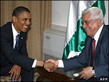 Barack Obama shakes hands with Palestinian President Mahmoud Abbas in Ramallah, 23 July, 2008