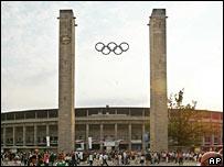 Перестроенный Олимпийский стадион в Берлине (фото 2004 года)